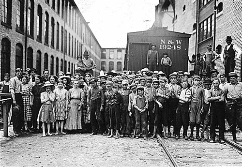 child workers at the Washington Cotton Mills in Fries, VA